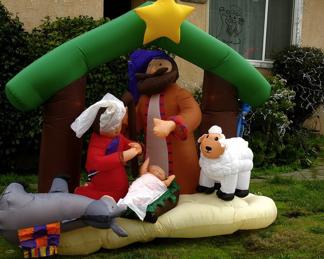 Decorations For A Fun Outside: Stand Out With Christmas Outdoor Inflatables