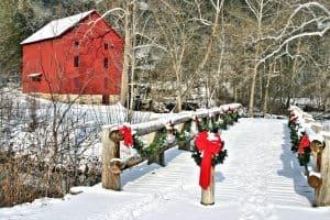 outdoor Christmas garland